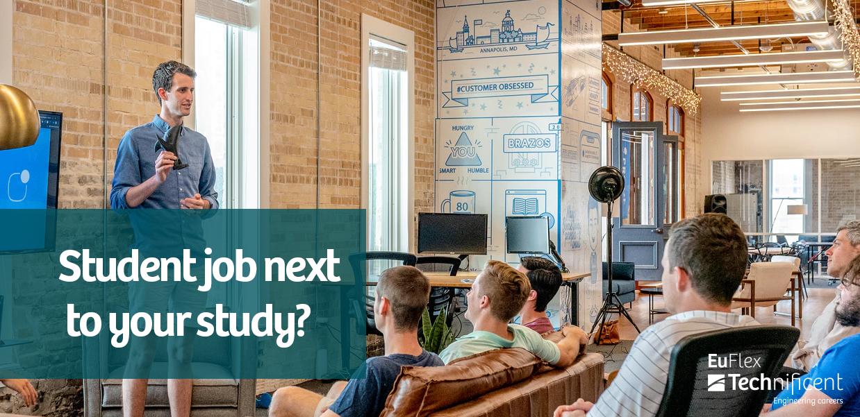 Lokaal met studenten en een spreker op het podium. De foto bevat de tekst: Student job next to your study?